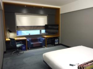 Guestroom1_AloftKL