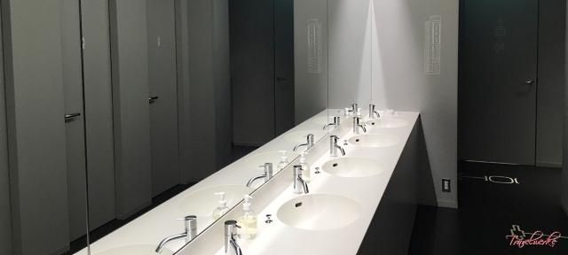 9hNRT_Bathroom1