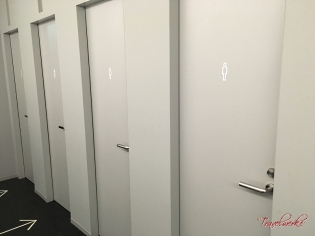 9hNRT_Bathroom2